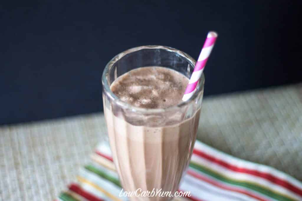 peanut butter keto low carb smoothie for a ketogenic diet