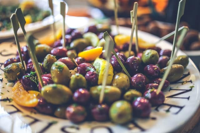olives are a nutritious and healthy keto snack