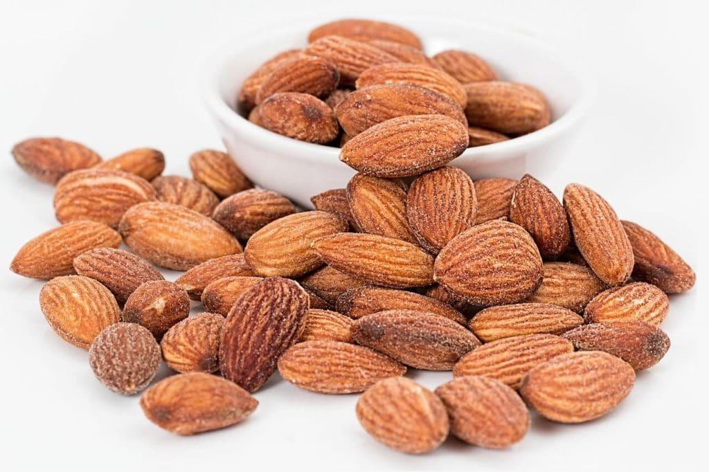 high fibre keto foods - almonds