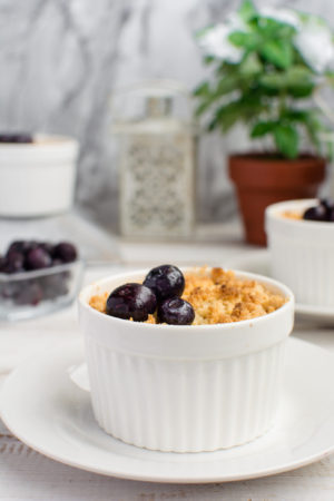 Keto Crumble with Blueberries