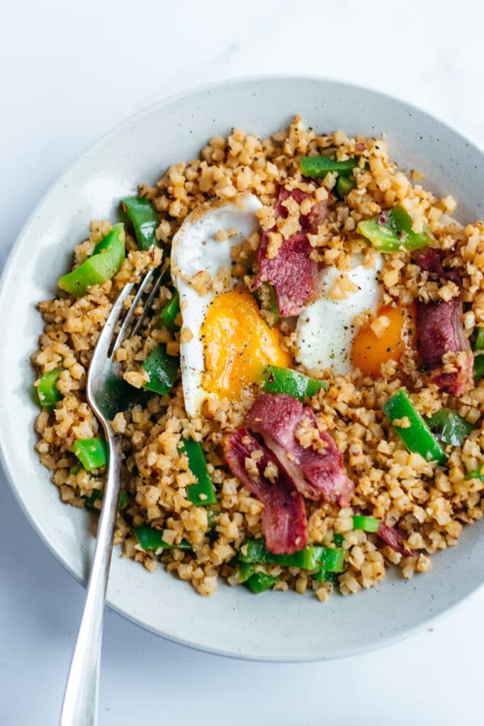 Cauliflower rice with bacon, eggs and green peppers