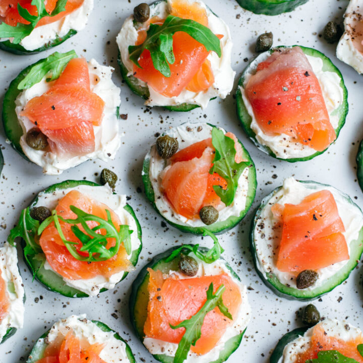Smoked salmon bites with cucumber and cream cheese