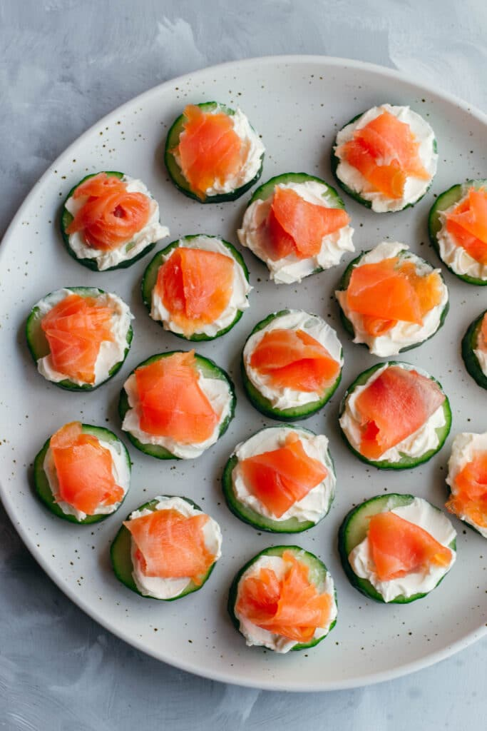 Smoked salmon with cucumber and cream cheese