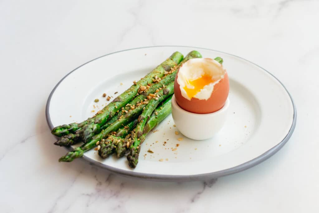Breakfast plate with asparagus and eggs